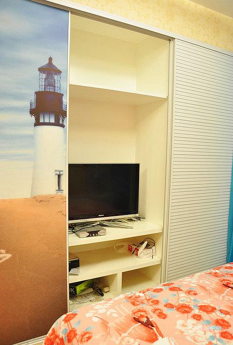 现代风格小户型两室一厅10平米卧室衣柜效果图