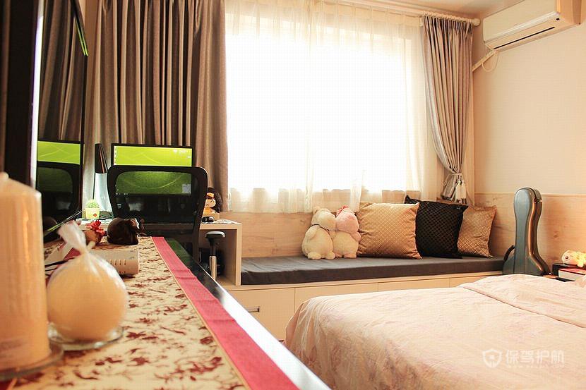 卧室整体效果,不算很宽敞,但温馨实用,收纳空间足够大