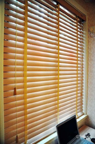 现代风格二居室书房窗户装修效果图