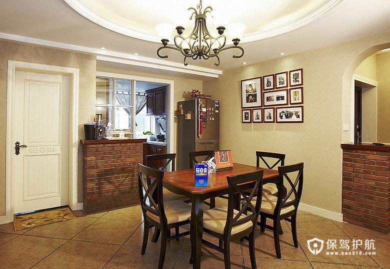 餐桌是简洁的风格,照片墙有木有很不错啊!