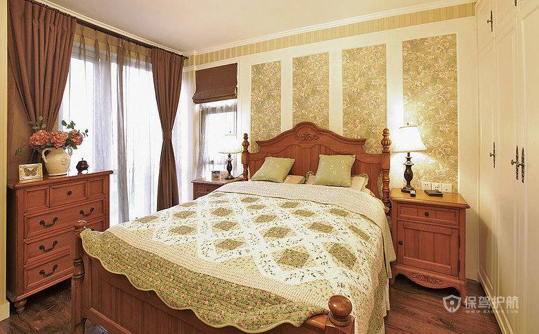 主卧,床头墙的设计我很喜欢,这个衣柜是木工做的