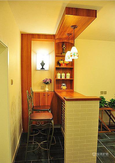 美式风格两室一厅客厅创意墙面装修效果图