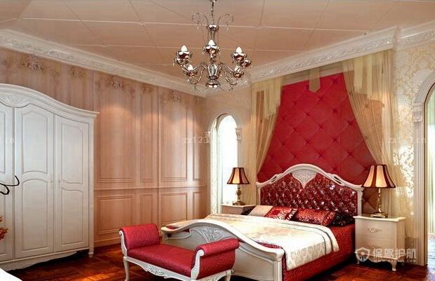 欧式别墅卧室软包背景墙装修效果图