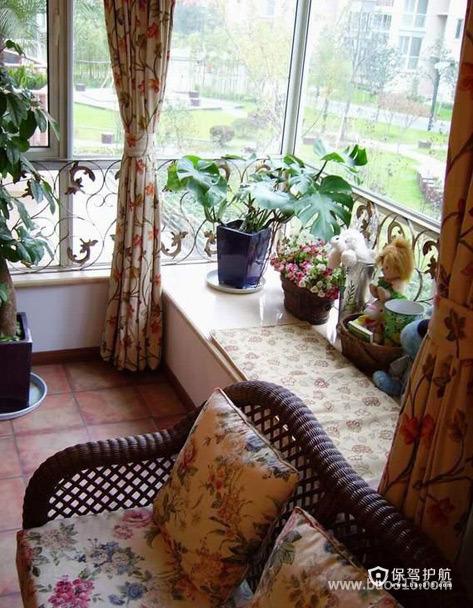 盆栽和布艺来打扮休闲阳台