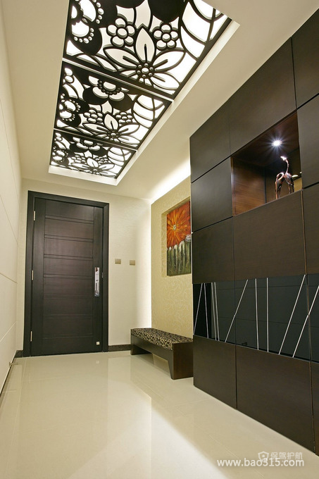 欧式风格三室两厅玄关精美吊顶装修效果图