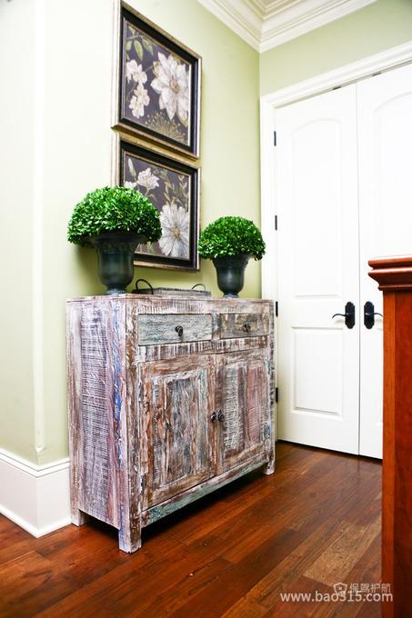 后现代风格三室两厅客厅盆栽挂画装修软装效果图