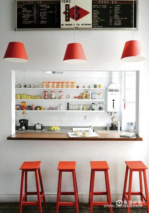 白色吧台被橙色点亮