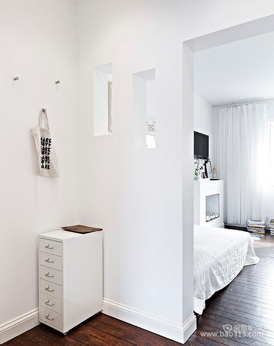 白色家居装修空间中的玄关设计