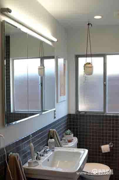简洁且实用的小卫生间装修效果图