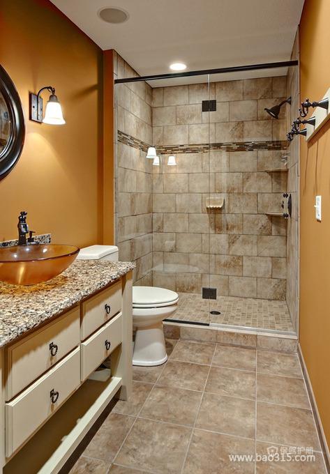 带有古典之感的宽敞卫生间