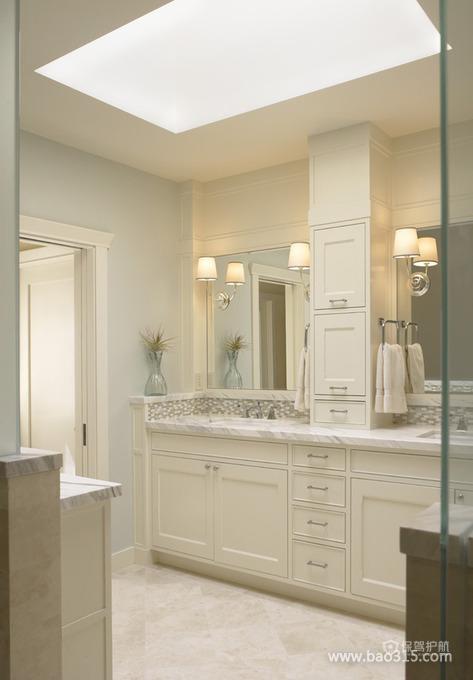 灯光作用下的白色卫生间装修效果图