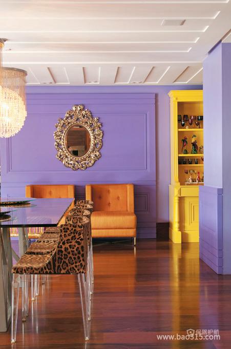 用紫色来为客厅升温