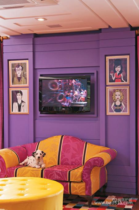 紫色电视墙浪漫渗透客厅