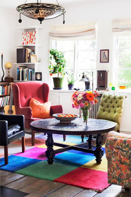 七彩地毯上的混搭书房设计