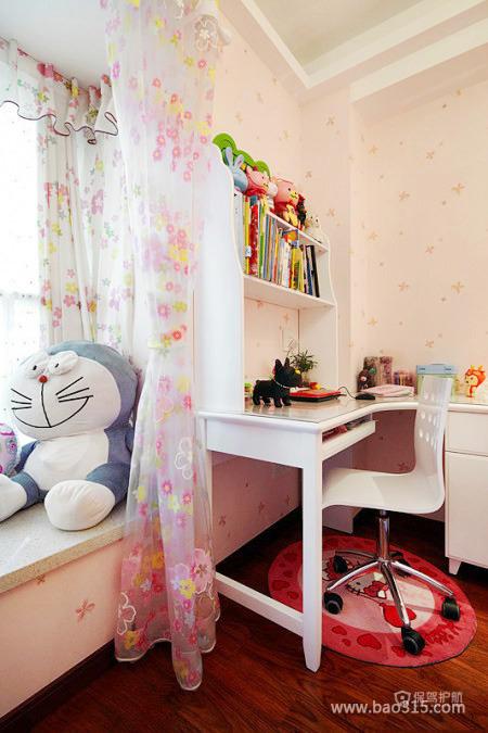 有哆啦A梦陪伴的书房