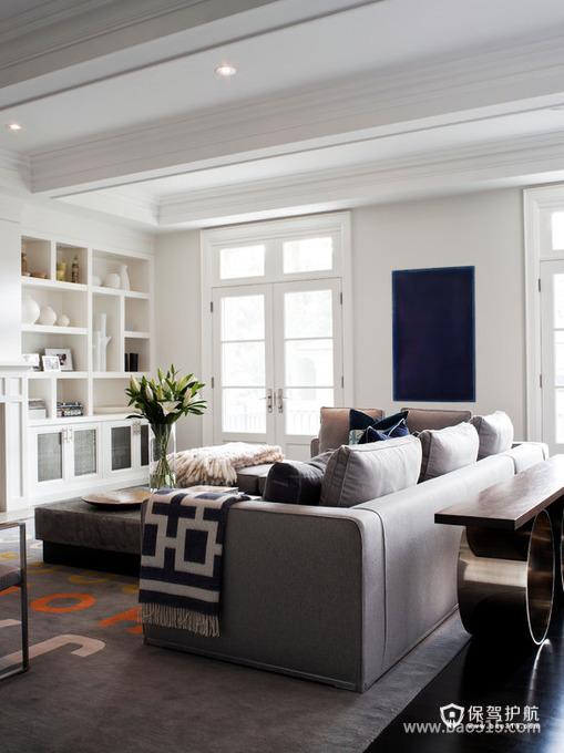 以白色与灰色为主的简约客厅