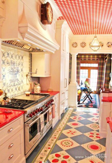 色彩艳丽的厨房