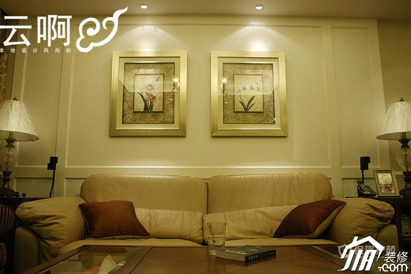 法式浓情风格公寓客厅精美挂画装潢效果图