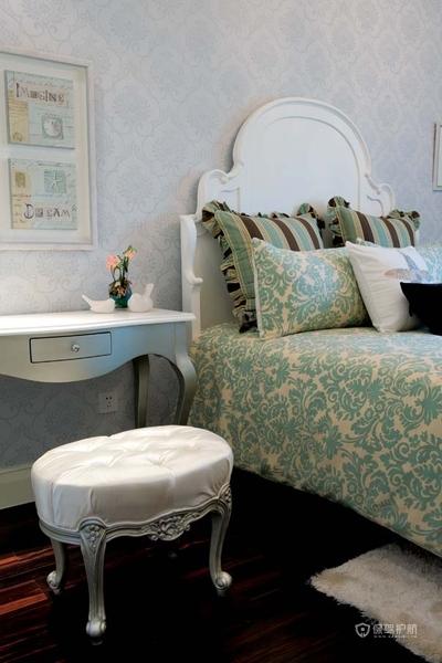 140平欧式新古典别墅卧室装修效果图