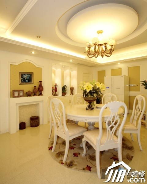 呼吸层次美感 时尚三居室简欧装 三居室装修,20万以上装修,简约风格,欧式风格,餐厅,灯具,餐桌,餐厅背景墙