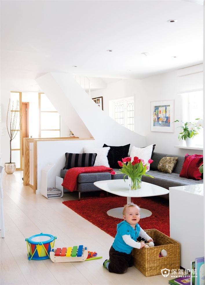 偌大的客厅中也有一个属于小baby玩耍的空间。