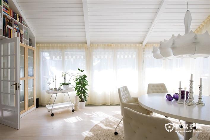 简约的白色桌椅,白色窗帘和白色灯饰。