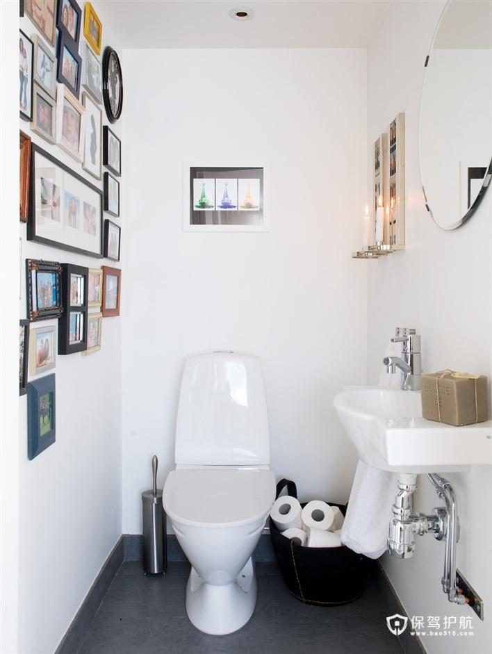卫生间的墙面上以照片墙打破了单调感。