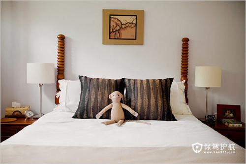 卧室设计很稳重,却也透露出一点点可爱。毛绒玩具让卧室充满灵动感。