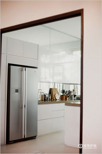 厨房十分宽敞,采光效果也十分好。