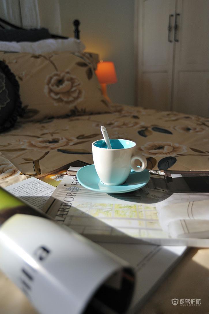 温暖的午后,一本书,一盏灯,一杯茶,生活就是如此的安逸。