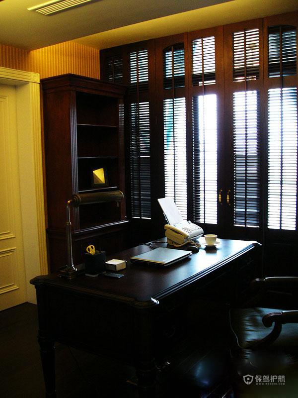 四室一厅古典风格书房木窗装修效果图