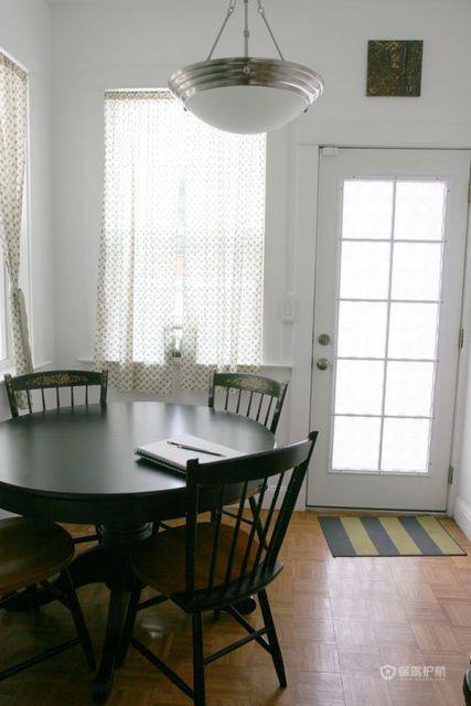 现代简约一居室餐厅灯具装修效果图