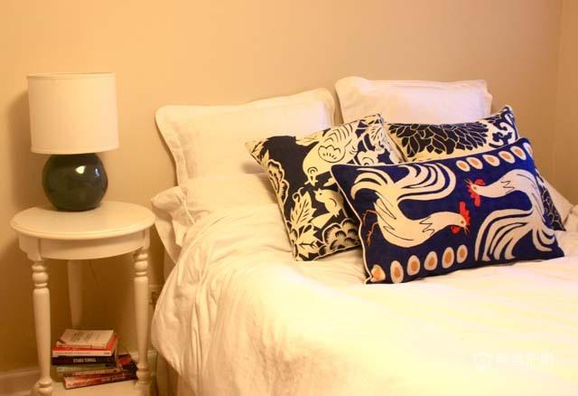 简约卧室床品软装搭配装修效果图