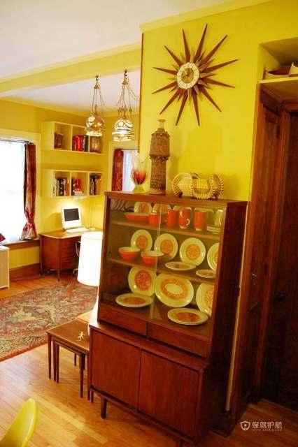 东南亚风格三室两厅客厅特色墙壁装饰摆件效果图