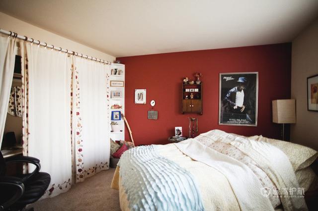 工作区加卧室 美女摄影师的迷你一居