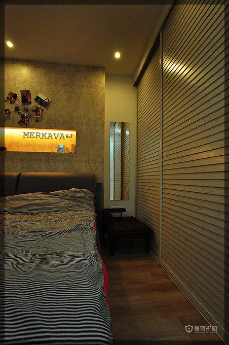 北美风格两室一厅精装房卧室整体衣柜软装效果图