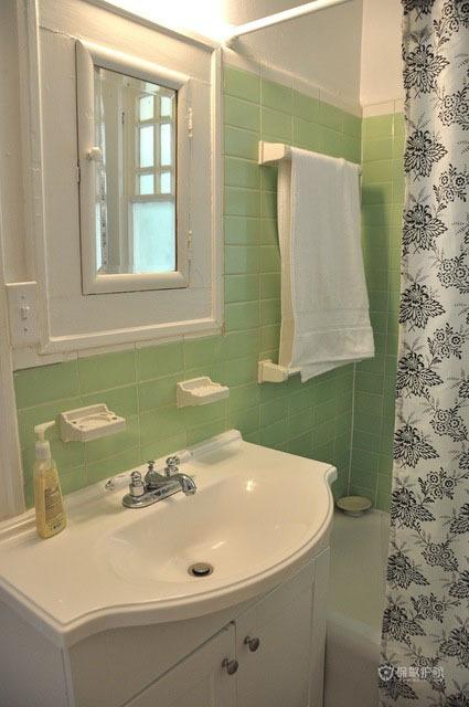 简约又温馨三居室卫生间装修效果图