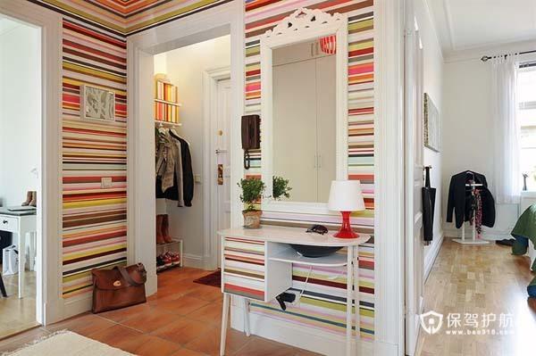 豪华壁纸添活力 62平两房炫彩公寓