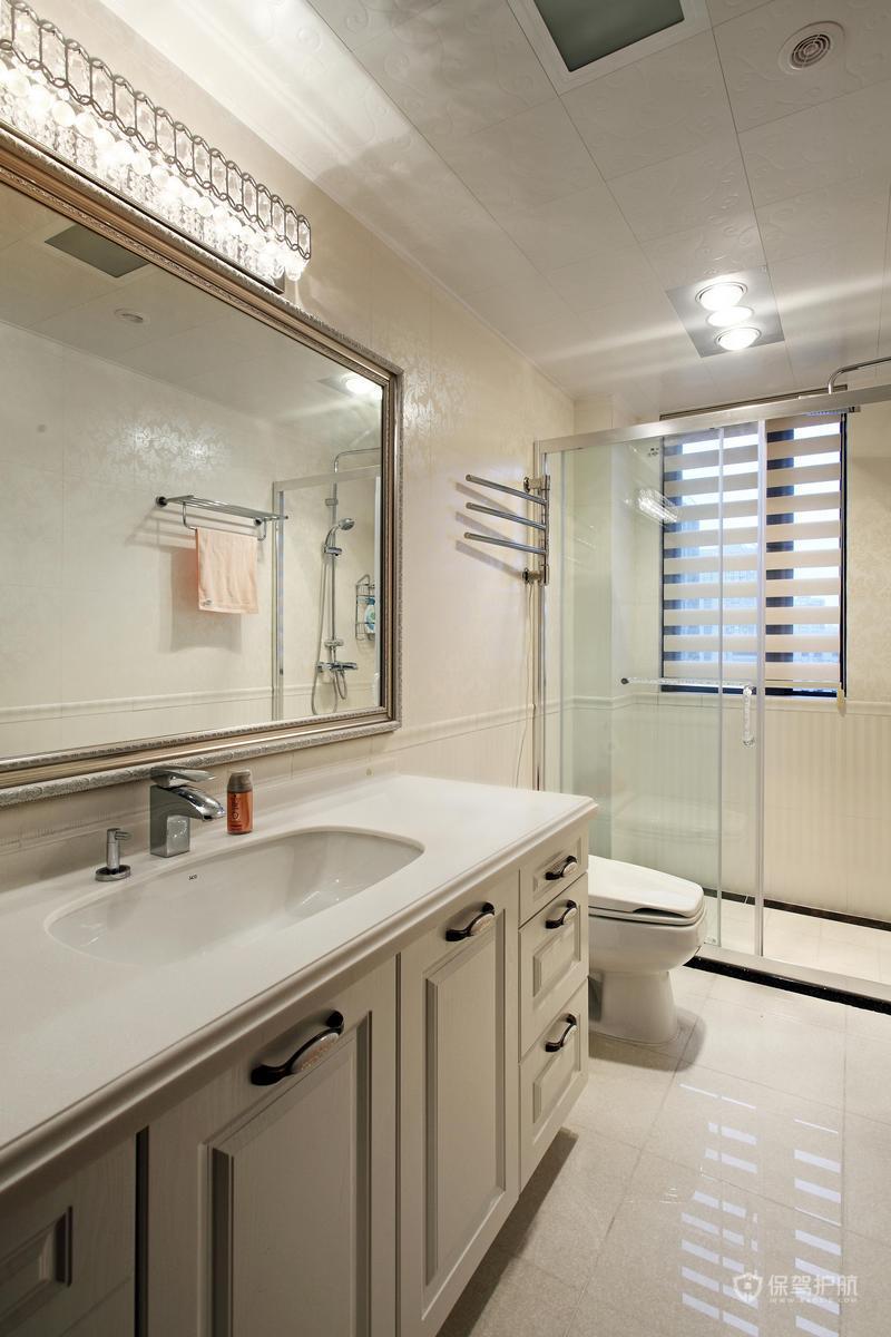 140平美式乡村四居室米白卫生间装修效果图
