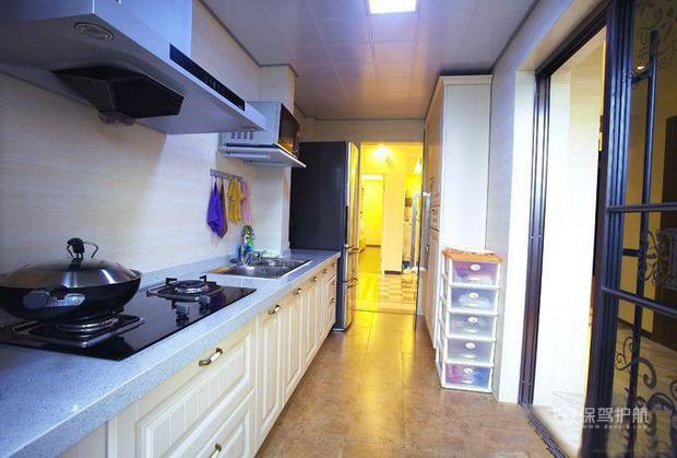 90平简约风格一居室厨房橱柜装修效果图
