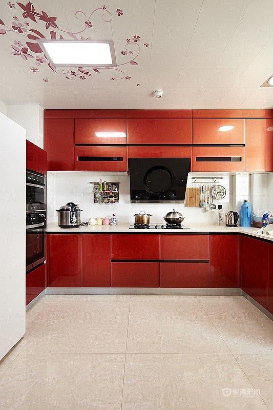 25万打造100平简约风格三居室厨房橱柜装修效果图