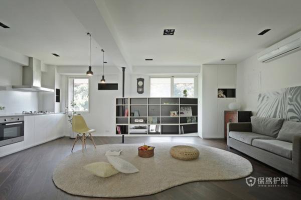 不看电视的时候,推到墙角去,空间一下子就变大了,很大胆的设计。