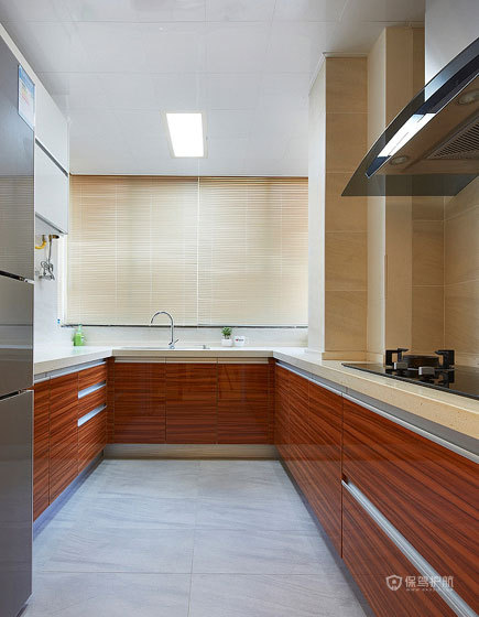 简约风三居室厨房整体橱柜装修效果图