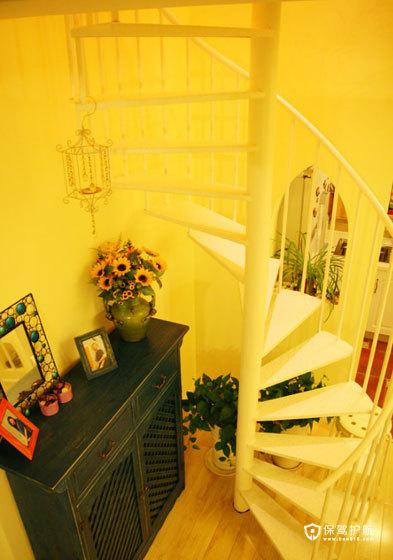 顺着旋转楼梯拾级而上去看看吧。