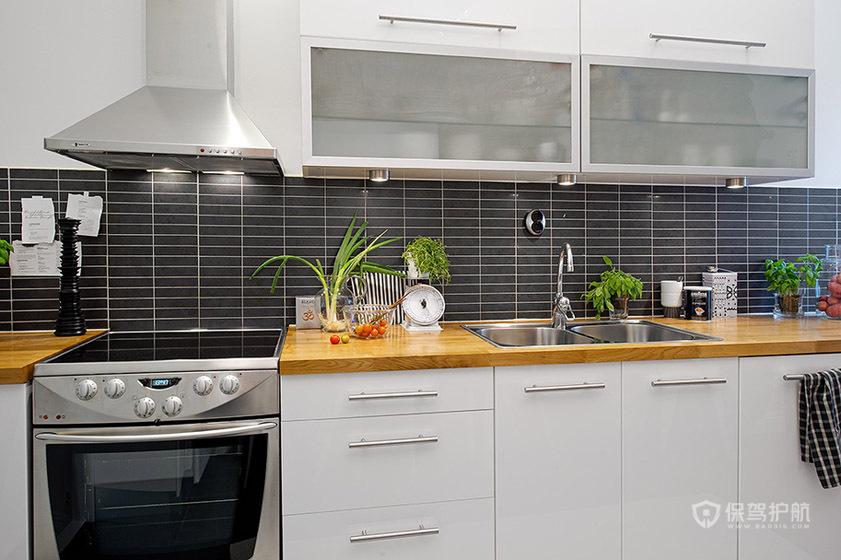 干净简欧风公寓厨房橱柜装修效果图