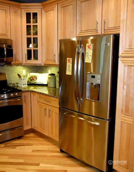 优雅美式公寓厨房原木橱柜装修效果图
