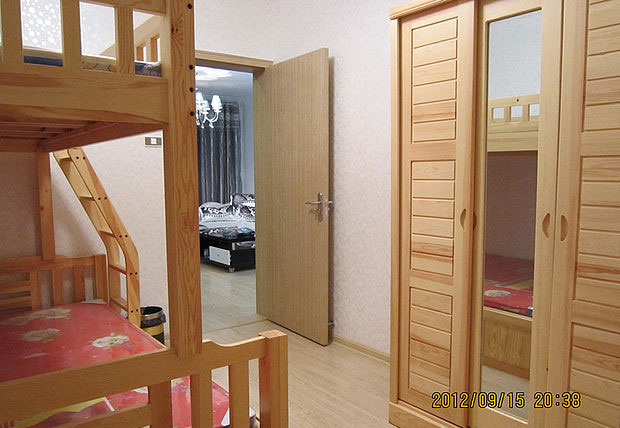 宜家風格一室一廳5平米臥室實木推拉…