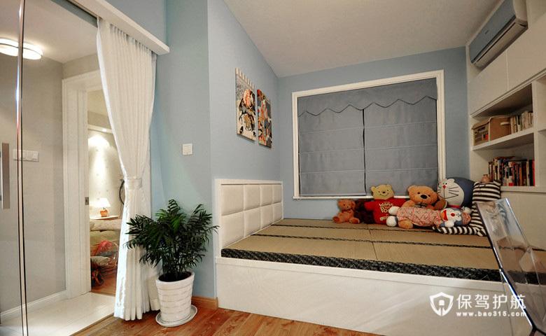 进去玻璃书房看看,书房里还做了榻榻米床,必要的时候可以兼做客房。