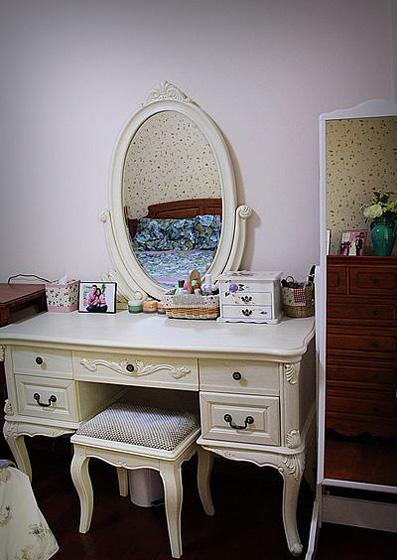 我是梳妆台自然是房间里必不可少的的装备。