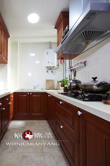 130平中式三居室厨房实木橱柜装修效…